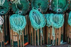 龙虾设陷井在为钓鱼准备的码头的身分与绳索和浮体 库存图片