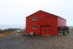 龙虾陷井和红色棚子 库存照片