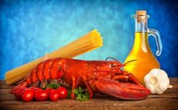 龙虾食谱与扁面条的 库存照片