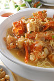 龙虾w/Braised E-fu面条 免版税图库摄影