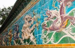 龙雕塑。在北海公园,北京,中国的九龙墙壁 免版税图库摄影