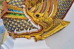 龙雕象头在寺庙的 免版税库存图片