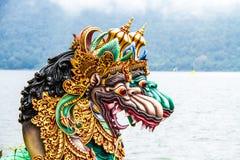 龙雕象Bedugal寺庙,湖Braton巴厘岛印度尼西亚 免版税库存照片