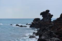 龙顶头岩石海岸线 库存照片