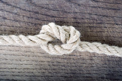 绳索结,一条强的船舶海洋线一起栓了作为信任和力量的一个标志 库存图片