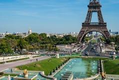 巴黎,与游览埃菲尔的地平线 库存照片