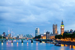 30 07 2015年,伦敦,英国,伦敦在黎明 从金黄周年纪念桥梁的看法 免版税库存图片