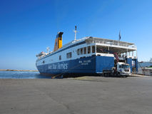 18 06 2015年,克利特,希腊 在伊拉克利翁海港的大渡轮 库存图片