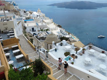 18 06 2015年,圣托里尼,希腊 浪漫美好的都市风景,餐馆 免版税库存图片
