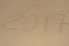 2017年,在沙子写的消息在海滩 免版税图库摄影