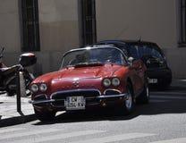 巴黎,在街道上的威严的16古老汽车在巴黎 图库摄影