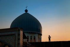 13 08 2014年,塔吉克斯坦,杜尚别,清真寺赴麦加朝圣过的伊斯兰教徒Ya的屋顶 免版税库存照片