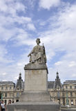 巴黎,塞纳河桥梁的威严的16,2013雕象在巴黎 免版税库存照片