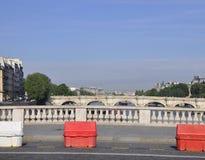 巴黎,威严的15,2013塞纳河桥梁在巴黎 免版税库存照片
