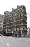 巴黎,威严的17,2013大厦建筑学在巴黎 免版税库存图片