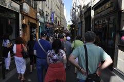 巴黎,威严的19,2013街道在蒙马特在巴黎 库存图片