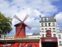 巴黎,威严的18,2013-Moulin胭脂余兴节目在巴黎 免版税库存照片