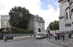 巴黎,威严19 2013观光的游览火车在蒙马特在巴黎 免版税库存图片