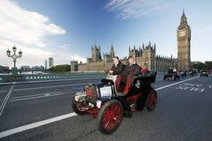 2014年,布赖顿经验丰富的汽车奔跑的伦敦 免版税库存照片