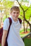 年轻,微笑的学院男学生外面 免版税库存图片