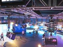 13 04 2014年,摩尔多瓦, Publika电视快讯演播室用轻的设备准备好recordind发行 库存照片