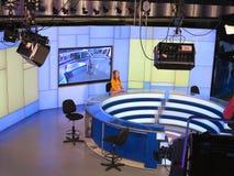 05 04 2015年,摩尔多瓦, Publika电视快讯演播室用轻的设备准备好recordind发行 免版税库存图片