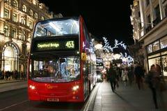2013年,有圣诞节装饰的摄政的街道 库存图片