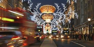 2013年,有圣诞节装饰的摄政的街道 免版税库存照片