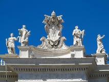 19 06 2017年,梵蒂冈,罗马,意大利:雕象和建筑 图库摄影