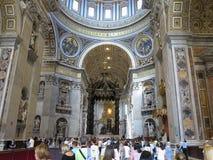 19 06 2017年,梵蒂冈:圣保罗` s与c的大教堂内部 免版税图库摄影