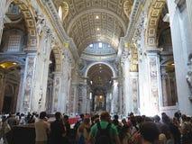 19 06 2017年,梵蒂冈:圣保罗` s与c的大教堂内部 免版税库存照片