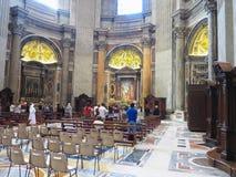 19 06 2017年,梵蒂冈:圣保罗` s与t的大教堂内部 免版税库存照片