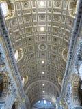 19 06 2017年,梵蒂冈:圣皮特圣徒・彼得的` s室内内部尺侧皮 免版税库存图片
