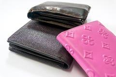 黑,棕色和桃红色皮革钱包 免版税库存图片