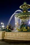 巴黎,法国, 2012年3月15日:喷泉到位de la协和飞机在晚上, 2012年3月14日在巴黎,法国 免版税库存照片