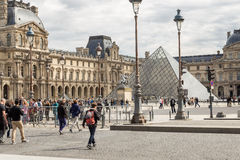 巴黎,法国, 2017年3月31日:天窗在巴黎在一个晴天 库存图片
