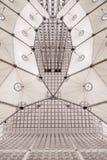 巴黎,法国, 2017年3月31日:镀铬重创的Arche推力的建筑在La Dfense在巴黎 图库摄影