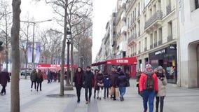 巴黎,法国- 2016年12月, 31日 拥挤爱丽舍街道 图库摄影