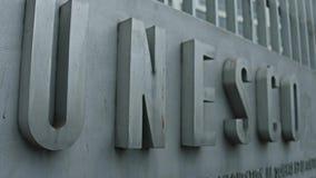 巴黎,法国- 12月, 31 浅焦点被射击联合国科教文组织标志板 库存照片