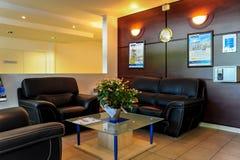 巴黎,法国- 2011年6月02日:住所的门厅的看法简称租赁公寓期间的 有豪华f 免版税图库摄影
