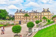 巴黎,法国- 2016年7月08日:卢森堡宫殿和公园Pa的 库存图片