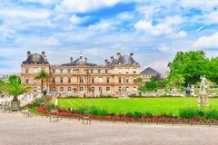 巴黎,法国- 2016年7月08日:卢森堡宫殿和公园Pa的 库存照片
