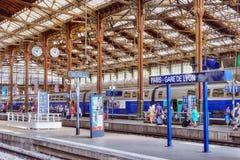 巴黎,法国- 2016年7月09日:在北部R的高速火车 免版税库存照片