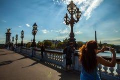 巴黎,法国- 2015年8月30日:在河塞纳河的桥梁Pont澳大利亚变化在巴黎,法国上 免版税库存图片