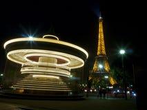 巴黎,法国2015年10月20日:在转盘的长的曝光在埃佛尔铁塔的 免版税库存照片