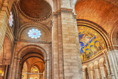 巴黎,法国- 2016年7月04日:天主教储内部  库存照片