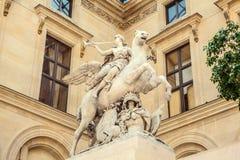 巴黎,法国- 2015年8月30日:雕刻罗浮宫的大厅,巴黎,法国 库存图片