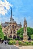 巴黎,法国- 2016年7月06日:巴黎圣母院大教堂, m 库存图片