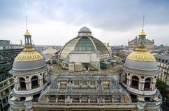 巴黎,法国- 2015年5月15日:Printemps屋顶在巴黎,法国 库存图片