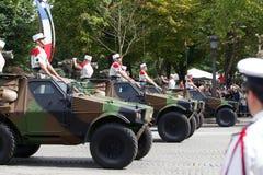 巴黎,法国- 2012年7月14日 军用设备队伍在军事游行期间的在香榭丽舍大街 免版税库存照片
